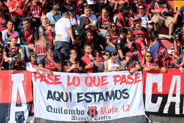 La afición llenó el estadio pero parece que estaban claros que la serie podría irse a otras dos mejengas. Foto: Rafael Pacheco