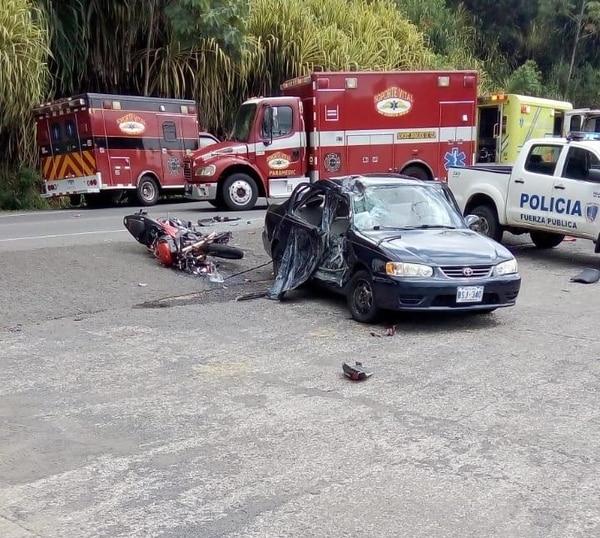 El motociclista Jorgan Jesús Vargas Núñez, de 28 años perdió la vida al chocar contra un carro en Quebrada Ganado de Garabito. Foto: Andrés Garita
