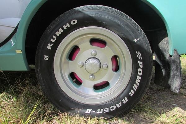 Javier Trejos Díaz es el dueño del Repollito. Datsun 120-A, motor 1000. Foto: Keyna Calderón