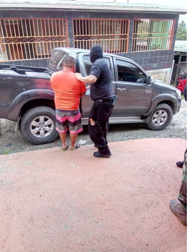 Los agentes allanaron unas 10 viviendas. Fotos: OIJ