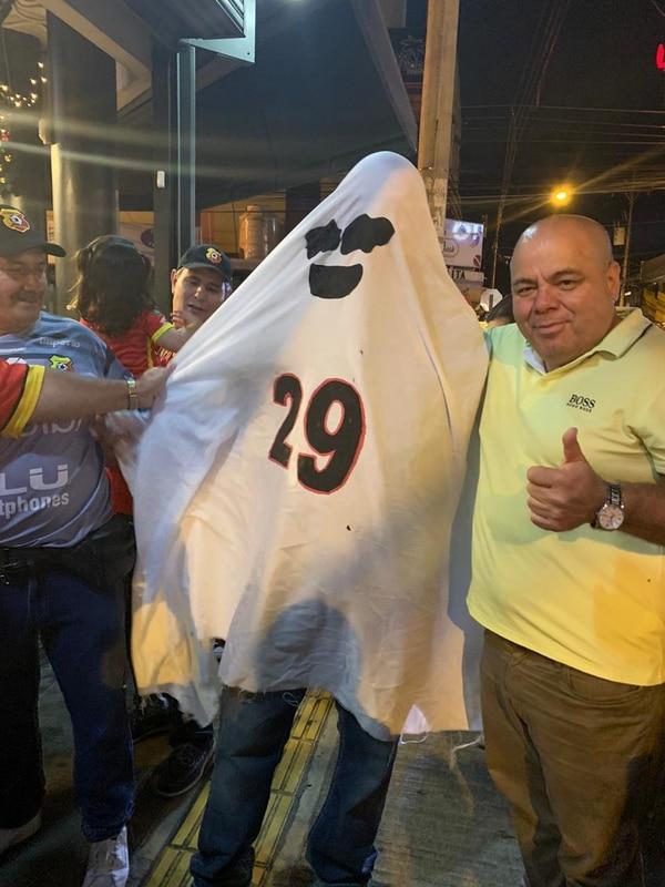 Vean quien apareció en una de tantas visitas de la Copa. Foto: Cortesía Orlando Moreira