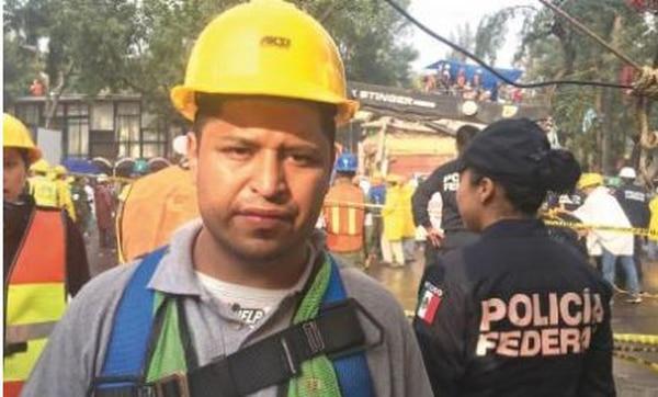 Reportan niña de 5 años con vida bajo escombros