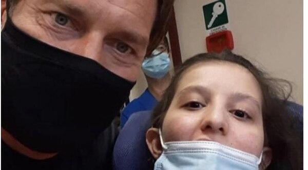 Totti junto a Ilenia Matilli, a quien visitó este lunes en el hospital. Instagram