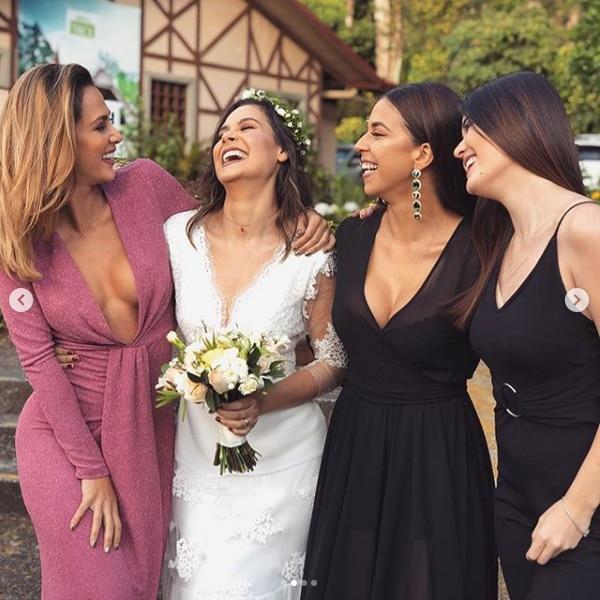 Amigas cercanas a la novia, estuvieron presentes durante la boda.