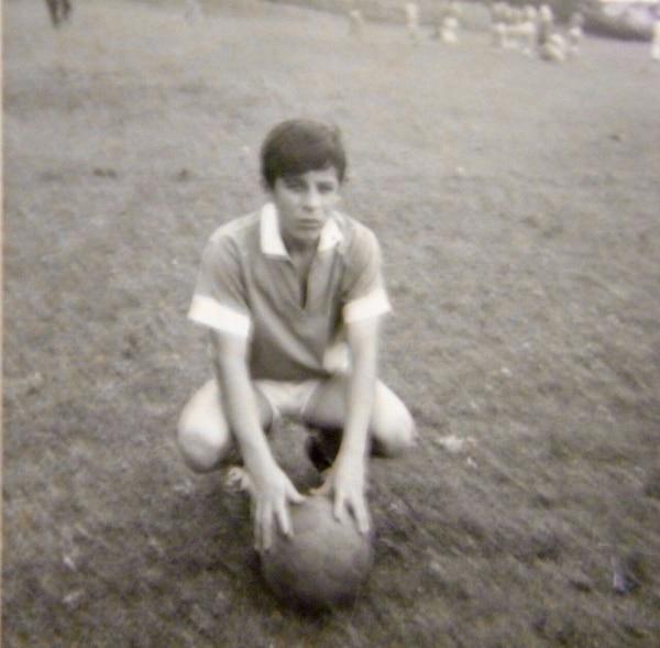 Víctor Monge a los 10 años cuando era delantero de los «Once Tigres» un equipo de Alajuelita Centro