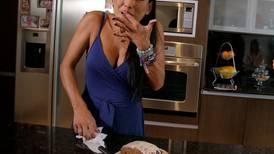 Nancy Dobles le hizo un queque de banano a Luis Miguel