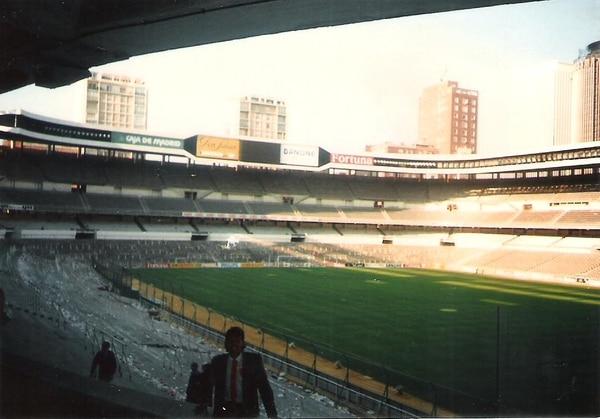 En ese viaje a Europa hicieron escala en España y les dio chance de conocer el estadio Santiago Bernabéu. Fotos: Cortesía