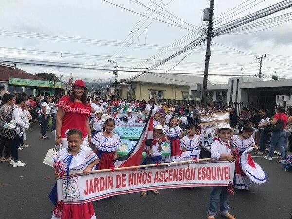 280 estudiantes del Jardín de Niños Ascensión Esquivel Ibarra participaron haciendo un llamado al cuido del planeta. Keyna Calderón.