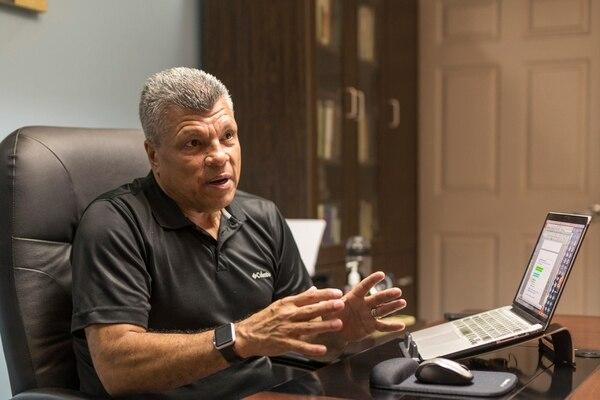 El pastor Mario Castro de la Iglesia Vida Abundante del este, nos ayuda a alcanzar nuestros sueños y metas. Foto: José Cordero