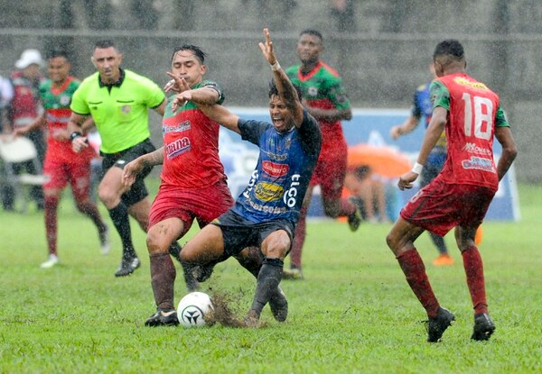 Josimar Arias está confiado de que sacarán la serie en Jicaral. Foto Jorge Castillo