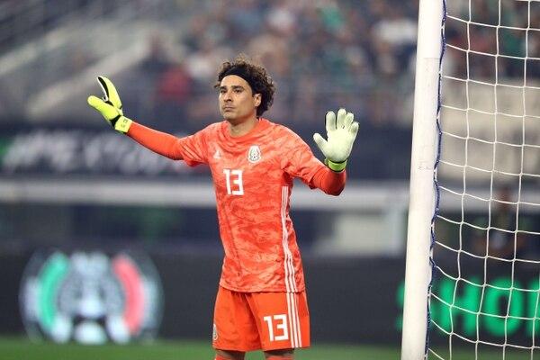 Guillermo Ochoa jugó el amistoso ante Ecuador. AFP