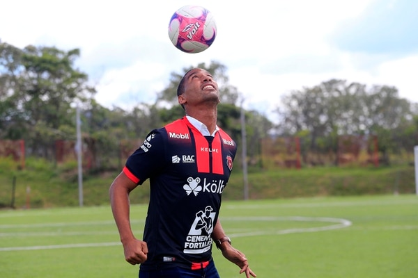 Marcel Hernández ya fue inscrito por Alajuelense para debutar este miércoles. Foto: Rafael Pacheco