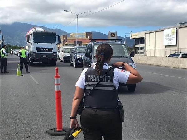 Los operativos del Tránsito se harán en las grandes carreteras o en las calles de su barrio, ande siempre bien pellizcado y su carrito chaneado. Foto Alonso Tenorio.