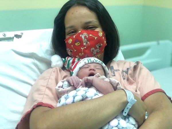 Katherine Vannesa Rocha Fernández recibió a Hazel Liany, su segunda hija. Foto: CCSS.