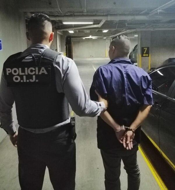 Los agentes del OIJ detuvieron al funcionario Judicial de apellidos Mora Soto, de 35 años, destacado en San Joaquín de Flores, Heredia. Foto: OIJ