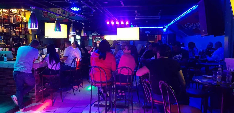 don José Quesada, el dueño del bar October que queda en el centro comercial que está en Zapote, en donde esta Repuestos Conejo, ahí por la rotonda de las Garantías Sociales