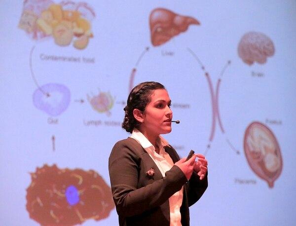 Kattia Núñez fue una de las científicas del TEC que descubrió la nueva bactera 'Listeria costarricensis', junto al profesor Johnny Peraza. Foto: Rafael Pacheco