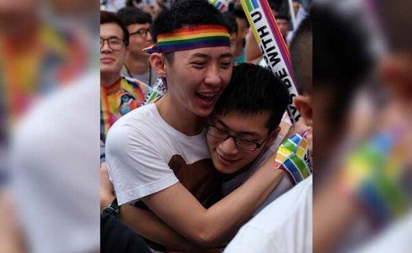 El mes pasado, la corte suprema de Taiwán autorizó los matrimonios entre personas del mismo sexo. Foto AFP