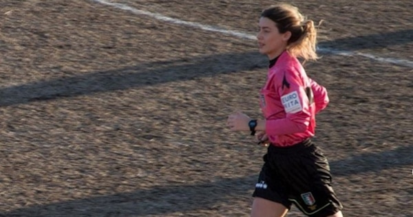 La árbitro Giulia Nicastro además recibió varios insultos de la afición por haber expulsado al malcriado jugador. Instagram
