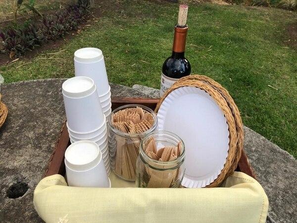 Desde hace 9 años, Bioware fabrica bandejas rectangulares y platos y distribuye vasos, cubiertos de madera y recipientes para ensaladas. Cortesía.