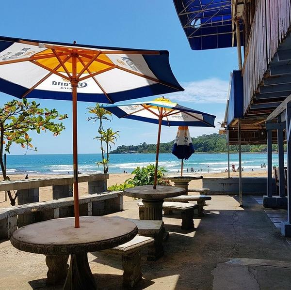 Las instalaciones permitían comerse un rice and beans o tomarse un tamarindo con esa hermosa vista a la playa. Foto: Tomada de Facebook.