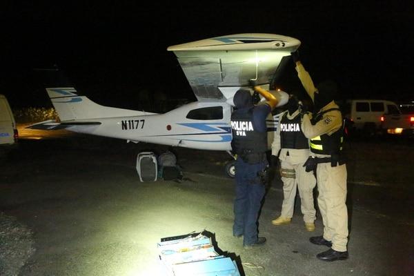 La avioneta aterrizó en una pista en Pococí, Limón. Foto: Cortesía de PCD