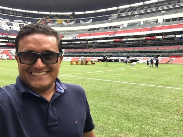 Enio Cubillo sonreía al cumplir uno de los mayores sueños que había tenido: construir la gramilla del Estadio Azteca. Fotografía: TMS