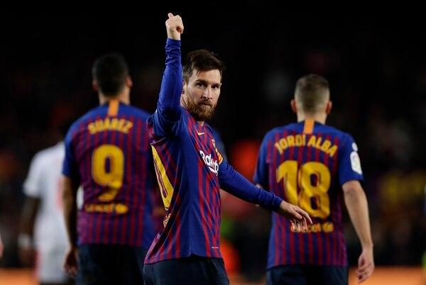Lionel Messi escribió una página más de su ilustre carrera este domingo. Foto: AP