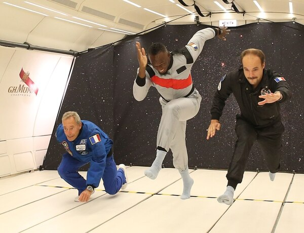 Usaint corrió como parte de un comercial de una marca que lo patrocina. (Photo by Laurent Theillet / Mumm/Novespace / AFP)