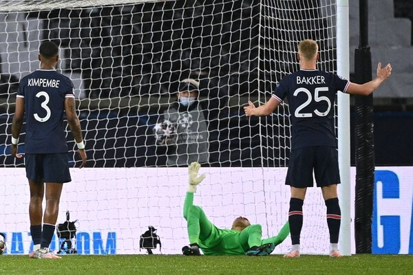 Para muchos, a Navas se le cayeron las medallas con el primer gol del City. AFP.