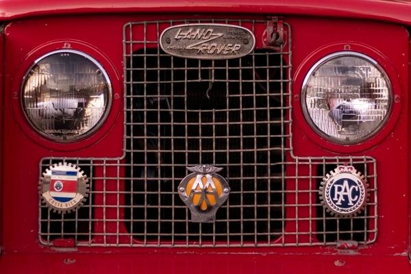 Las insignias en el frente son parte de la personalidad de Leo. Fotografía: Lilliam Arce.