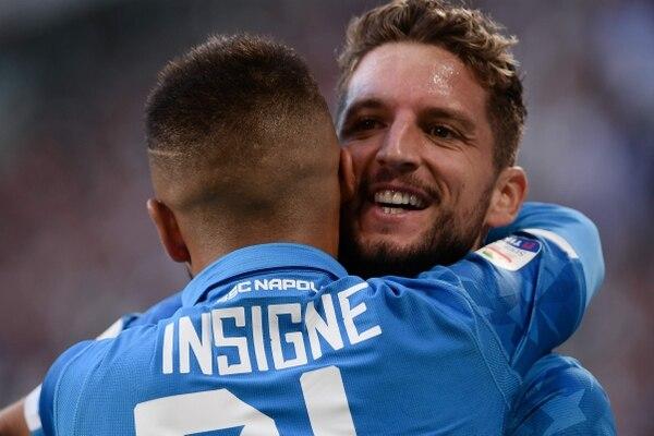 Dries Mertens celebra su anotación frente a la Juventus, pero al Napoli no le alcanzó y perdió el duelo 3-1. AFP