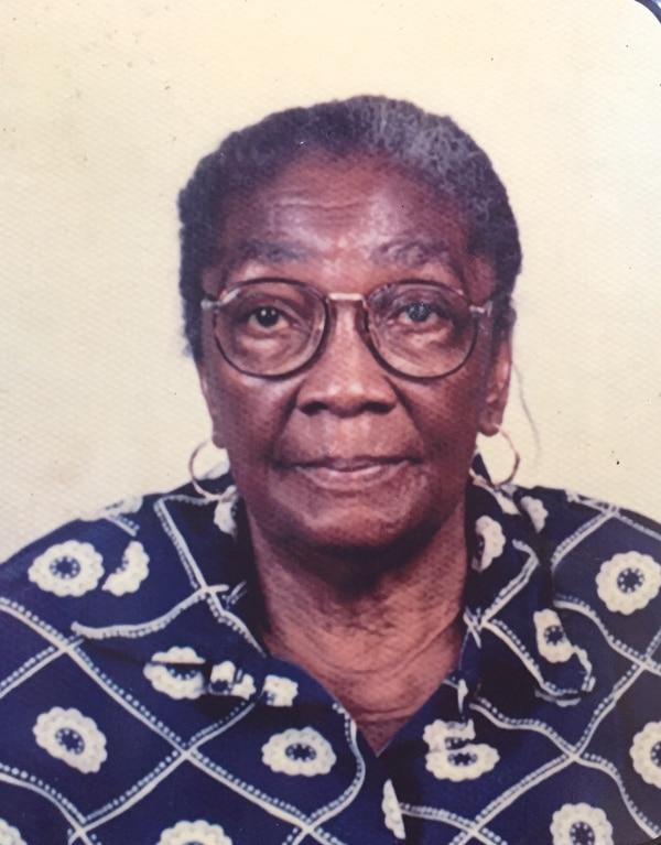 Ella es Mireya Henry, sus padres fueron de los fundadores de Jamaica Town y su hija Herma Linda Henry sigue viviendo en ese lugar. Foto: Raúl Cascante