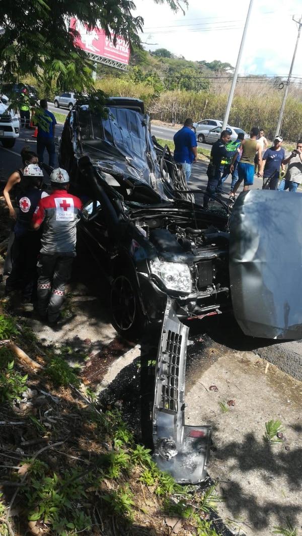 El violento accidente de tránsito ocurrió sobre la ruta 27 este domingo 26 de abril. Foto: Cortesía para LT