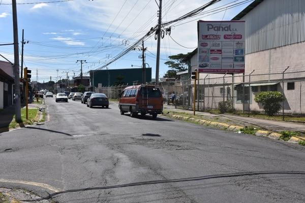 Desde este miércoles 14 y hasta el viernes 23 de abril la muni de Tibás le mete duro al recarpeteo en la avenida 51, la conocida calle entre La Metalco y hasta la licorera La Primavera en la León XIII.