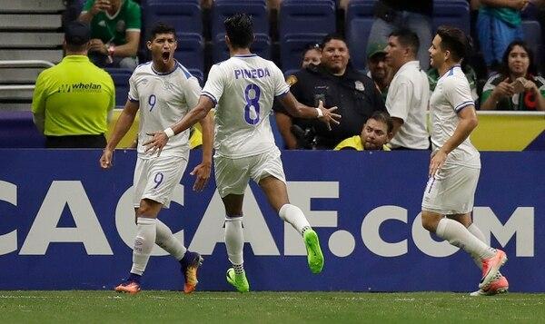 Nelson Bonilla hizo que por un buen rato los salvadoreños soñaran con la victoria. Foto: AP Photo/Eric Gay