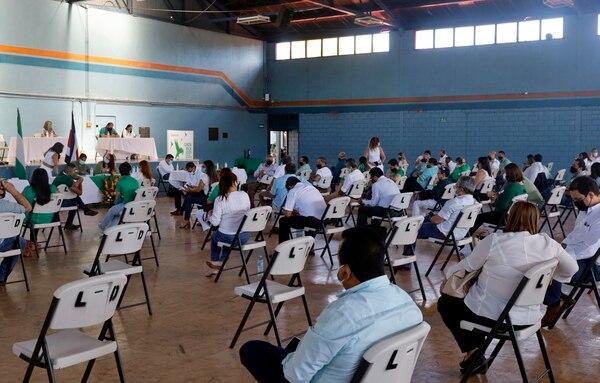 El 12 de diciembre del año pasado el PLN realizó su asamblea general en el colegio Luis Dobles Segreda, respetando protocolos. Foto Alonso Tenorio.
