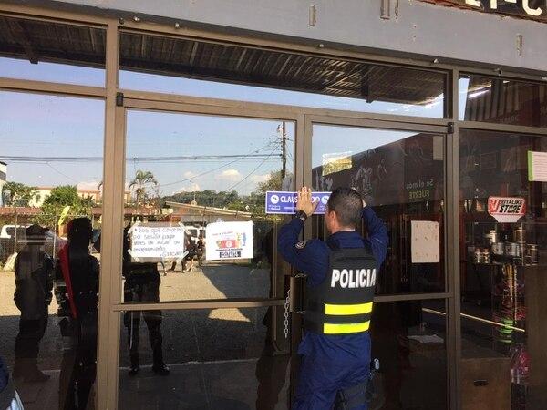 Cuando los oficiales llegaron al gimnasio, había personas ejercitándose. Foto: MSP