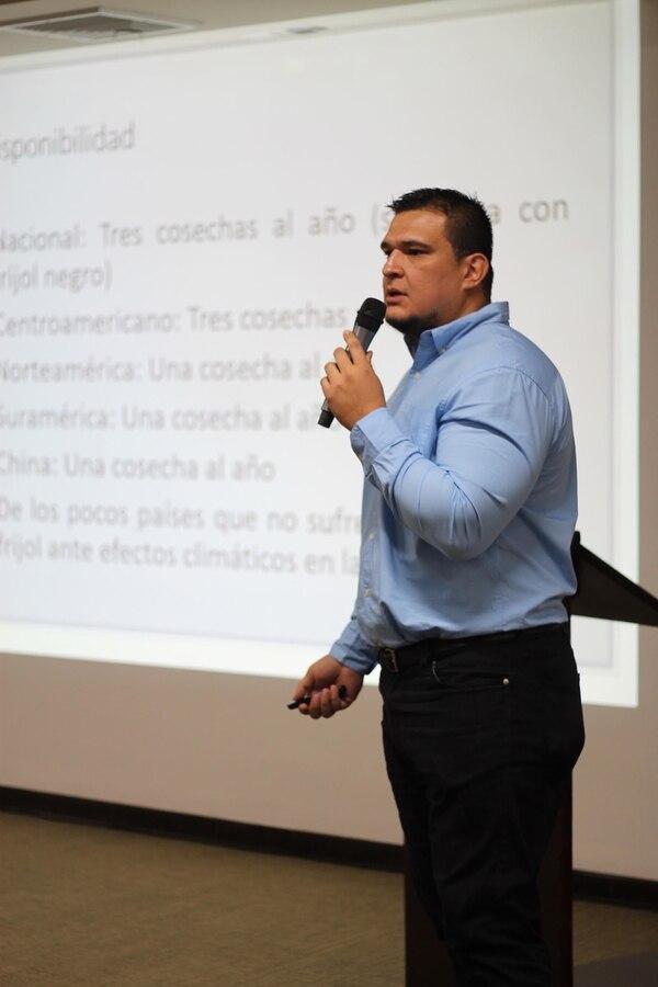 Mauricio Corrales explicó que la disminución en el consumo ha perjudicado al sector productor. Foto: Cortesía.