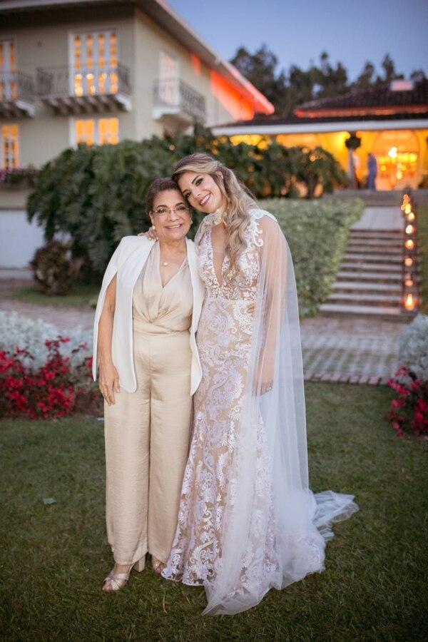 Doña Jessie,la mamá de Nela, actualmente está puras tejas de salud. Cortesía Marianela Valverde.