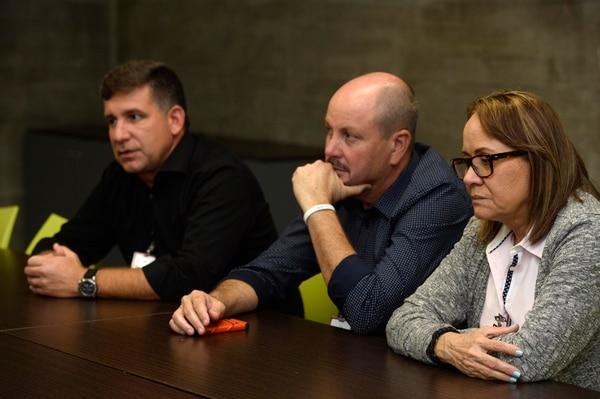 Javier Caso, Ernesto Sierra y su esposa Margarita Estrada dijeron que no descansarán hasta obtener respuestas. Fotos de Diana Méndez.