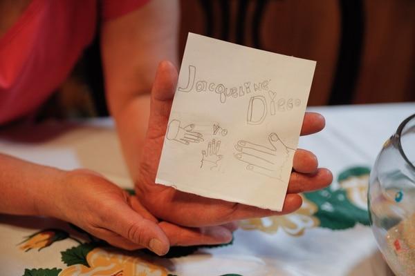 Este fue el dibujo que la pequeñita hizo como regalo para sus papás. Foto Jeffrey Zamora