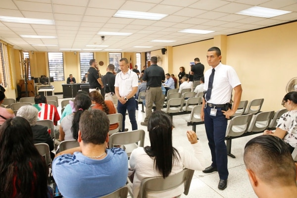 La sentencia fue dictada este lunes en la tarde en los Tribunales de Alajuela donde hubo mucha seguridad. Foto: Albert Marín.