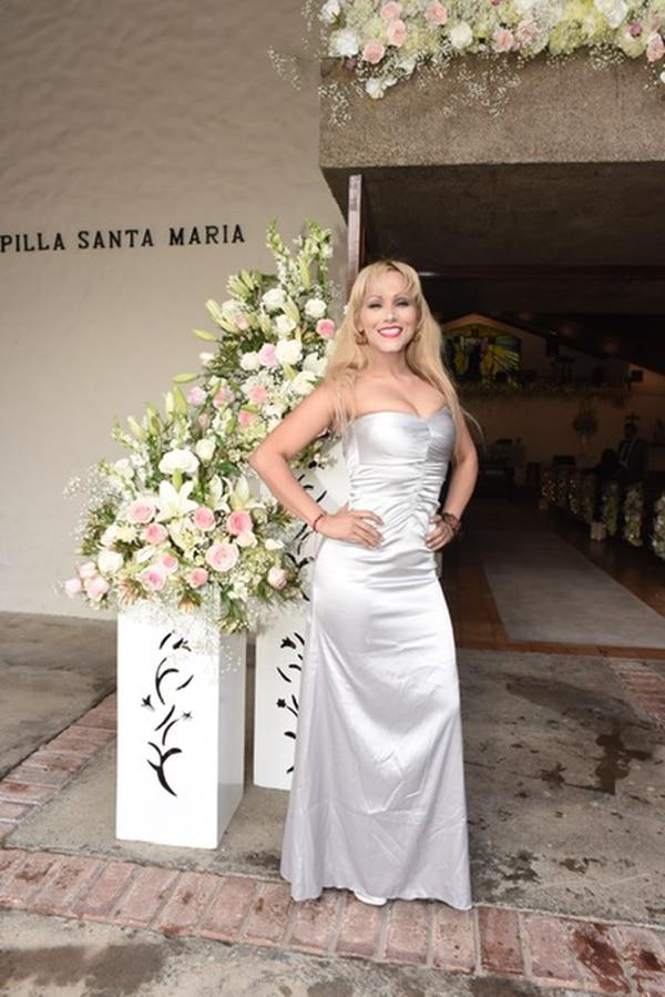 La cantante Yoko Gómez, gran amiga de Meli, fue de las primeras en llegar. Foto: Agencia ojo por ojo