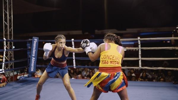 La boxeadora costarricense Yokasta Valle derrotó a la colombiana Haydee Zapa, en un combate por las 108 libras, en Ciudad de Panamá. Cortesía: Kotex.