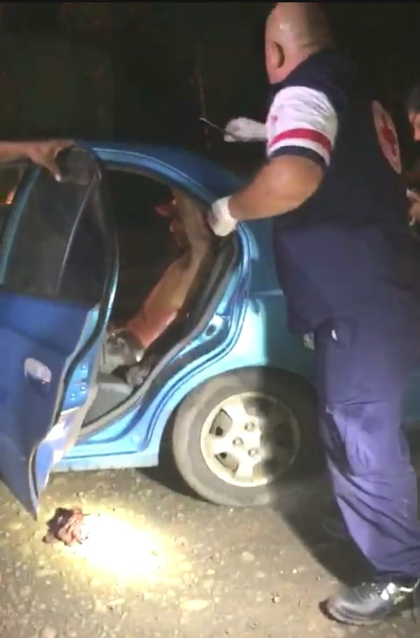 La Cruz Roja llevó al herido al hospital de San Carlos. Foto Edgar Chinchilla.