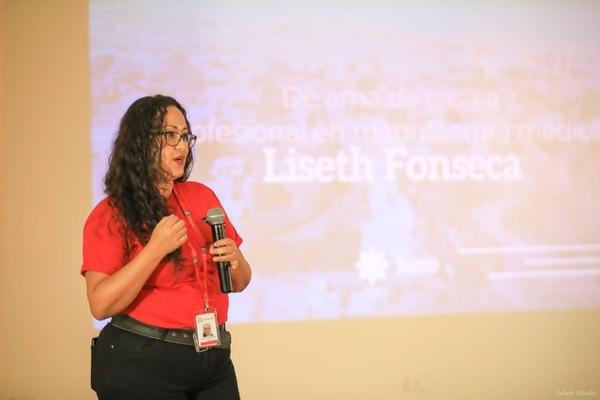 Doña Lizeth sacó un curso de manufactura médica en el INA. Foto: Lizeth Fonscca.