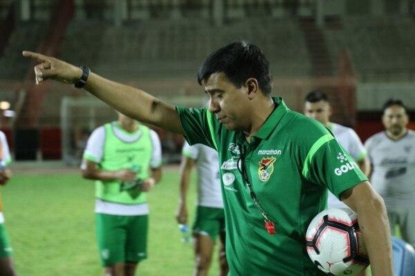 La afición no está muy contenta porque ven mal que no pueda armar un solo cuadro con lo mejor. Foto: Federación Boliviana de Fútbol