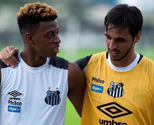 Comenzó la aventura de Ruiz en el fútbol brasileño. Foto: Facebook Bryan Ruiz