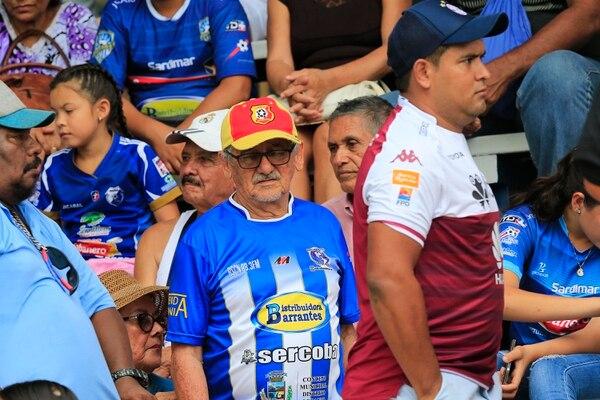 Algunos jicaraleños tienen su corazón dividido, ya que apoyan a su club y al Team también. Foto: Rafael Pacheco